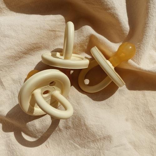 Tétine anatomique en caoutchouc naturel Rose Pastel Konges Sløjd